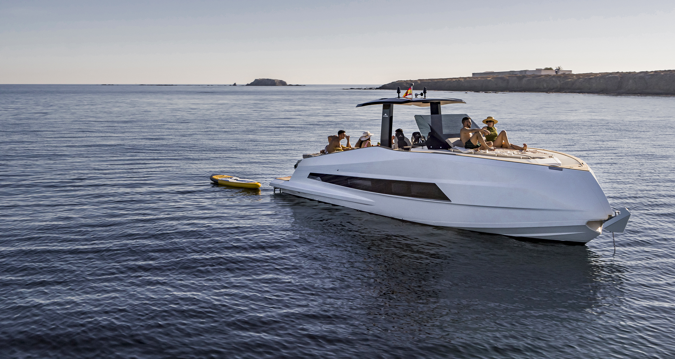 The 377 COUPE sets course for the Barcelona Boat Show in full colour